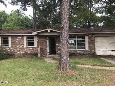 3 Bed 2 Bath Foreclosure Property in Gautier, MS 39553 - Ladnier Rd