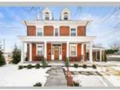 Stunning fully renovated single in Borough of WC, West Chester, PA