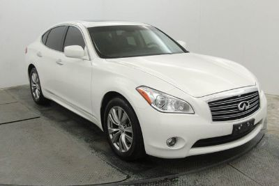 2013 Infiniti M37 Base (Moonlight White)