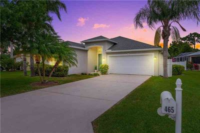 465 NW Sunflower Place JENSEN BEACH Three BR, Just the HOME you