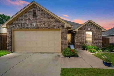 212 Quail Run AUBREY Three BR, Great starter home with tons of