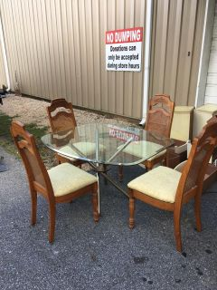 Dining room table & 4 chairs - Marcus Pointe Thrift Store