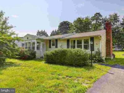 27 1st Ave Elkton Two BR, Great ranch home in the water