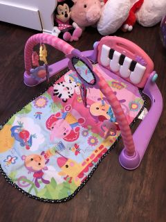 Baby tummy time play center