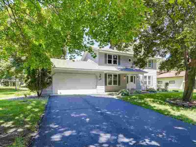 6150 Upper 44th Street N OAKDALE, This stunning two story