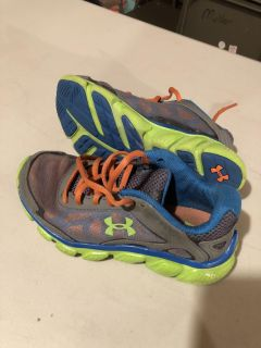 Boys Under Armour Sneakers Size 13