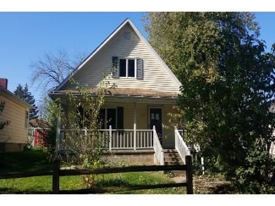 3 Bed 2 Bath Foreclosure Property in Clinton, IA 52732 - Barker St