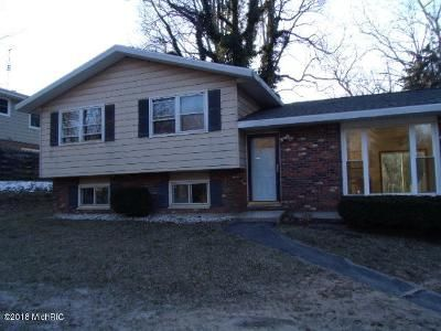 3 Bed 1 Bath Foreclosure Property in Coloma, MI 49038 - Oak St