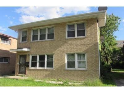 5 Bed 2 Bath Foreclosure Property in Hazel Crest, IL 60429 - 171st St