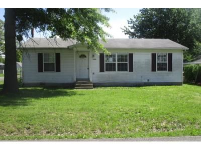 2 Bed 1 Bath Preforeclosure Property in Springfield, MO 65802 - W Hovey St