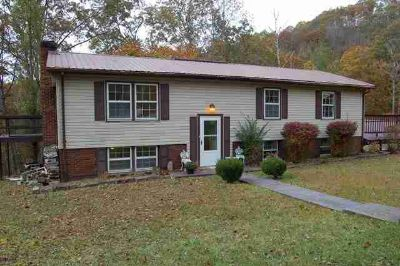 48 Crestview Hindman Five BR, Great spacious family home!