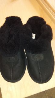 Women's size 9 ugg slippers