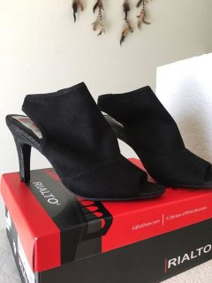 NEW~Never worn Size 8