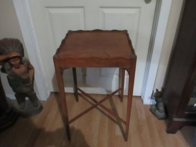 ANTIQUE WALNUT LAMP OR SIDE TABLE