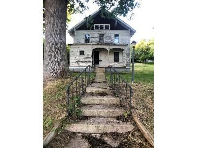 4 Bed 1 Bath Foreclosure Property in Peterson, IA 51047 - E 4th St