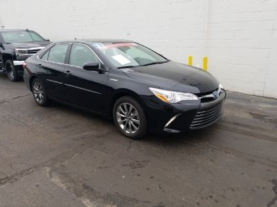 2017 Toyota Camry Hybrid LE (black)
