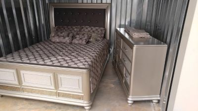 Goreous platinum queen size padded sleigh bed,mattress set &dresser