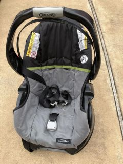 Graco SnugRide Classic Connect Car Seat AND Base