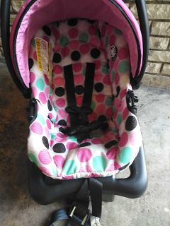 Infant car seat good condition.