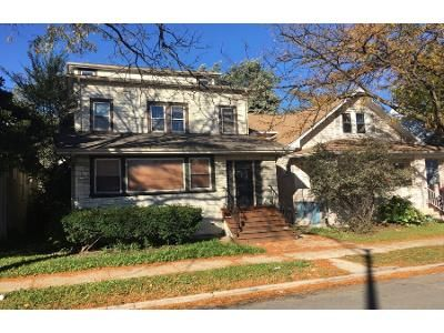 4 Bed 2 Bath Preforeclosure Property in Oak Park, IL 60302 - N Austin Blvd