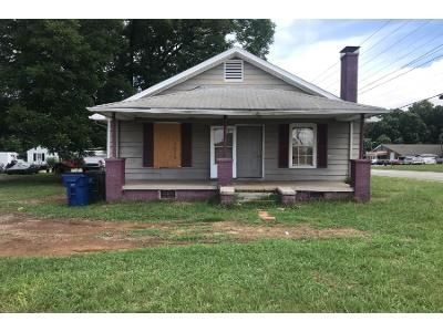 3 Bed 1.0 Bath Preforeclosure Property in Graham, NC 27253 - W Hanover Rd