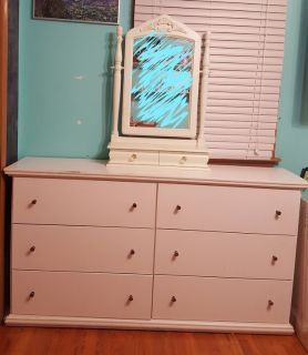 Dresser with small mirror