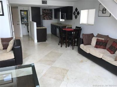 Miami Beach: 1/1.5 Rare apartment (Collins Ave., 33141)