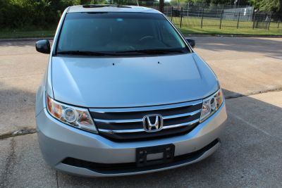 2012 honda odyssey -Back up Camera and DVD- Clean Title