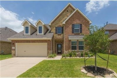 Beautifully updated 5 bedroom home in Barbers Hill ISD. Single Car Garage!
