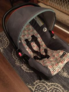 Graco Click and Connect Infant Car seat with base!