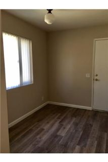 2 bedrooms Duplex/Triplex - Beautiful duplex unit upgraded with faux wood flooring. Offstreet parkin