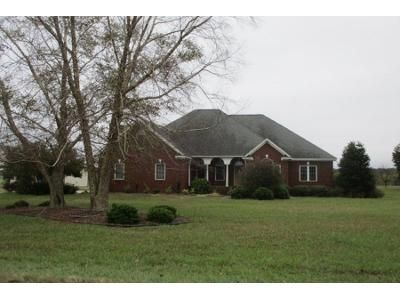 3 Bed 2.0 Bath Preforeclosure Property in Mount Olive, NC 28365 - Indian Springs Rd
