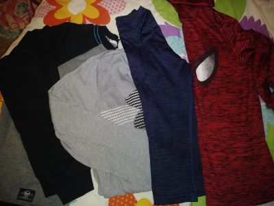 Set of 4 excellent conditions long sleeve under armor and champion shirts
