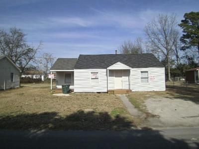2 Bed 1 Bath Foreclosure Property in Lumberton, NC 28358 - Burke St