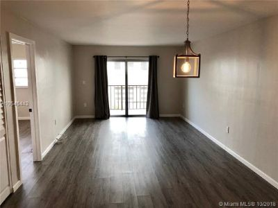 Miami Beach: 2/2 Newly remodeled apartment (Collins Ave., 33139)