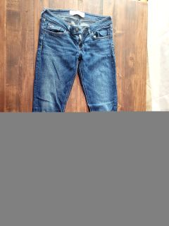 Hollister jean size 3r like new