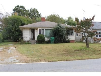 2 Bed 1.0 Bath Preforeclosure Property in High Point, NC 27262 - W Rotary Dr