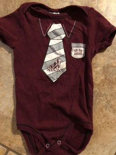 Texas A&M Aggies Maroon GIG EM Tie Onesie Playsuit. Nice Condition. Size 3-6 Months