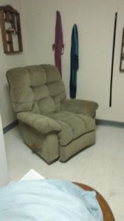 Comfortable recliner (In good condition)