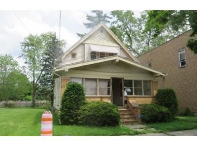 3 Bed 1.0 Bath Preforeclosure Property in Toledo, OH 43608 - Chestnut St