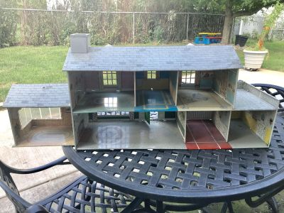 Vintage Metal Dollhouse -more pictures in comments -45in long, 18in high, 12in deep may need a little work to make it more stable