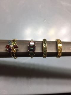 Various 10kt. Yellow gold rings with gemstones
