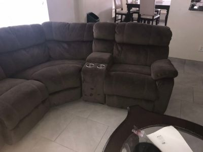 Sectional / sofa bed / recliners