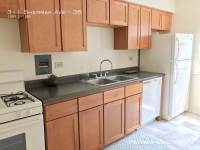**Sunny 1-Bed Close to St. Francis Hospital!  Heat included! AVAILABLE 8/3