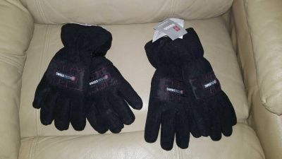 Boys NEW WITH TAGS gloves
