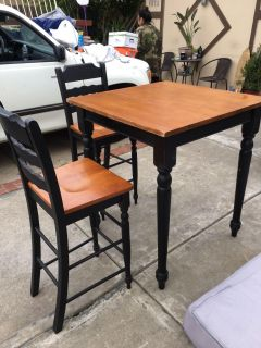 Dining table w/2 chairs