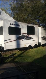 2011 Prime Time Manufacturing Lacrosse Luxury Lite 318 BHS