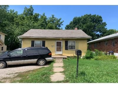 2 Bed 1.0 Bath Preforeclosure Property in Independence, MO 64052 - S Sterling Ave