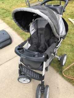 Graco Stroller, collapses to fold up flat in car