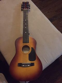 First Act Discovery guitar FG 121